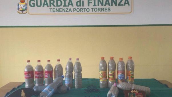 Sardegna,40kg di sabbia nascosti nel suv