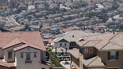 تراجع معدل تشييد المنازل في أمريكا للشهر الثالث لكن التراخيص تقفز لأعلى مستوى في 7 أشهر