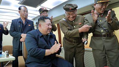 وكالة: زعيم كوريا الشمالية يشرف على تجربة سلاح جديد