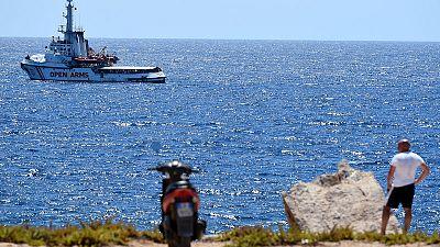 إسبانيا تجدد عرضها إنزال مهاجرين في أحد موانئها وتنتقد إيطاليا