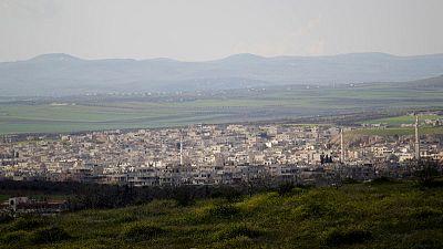 المرصد السوري ومصدر بالمعارضة: القوات الحكومية تقتحم بلدة خان شيخون بإدلب