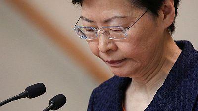 """زعيمة هونج كونج تأمل في """"مخرج من الفوضى"""" بعد احتجاج سلمي"""