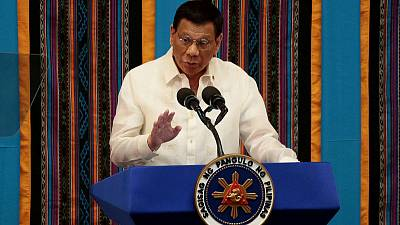 Philippines warns of 'unfriendly' greeting for uninvited warships