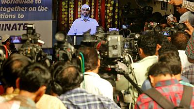 Indian Islamic preacher apologises to Malaysians for racial remarks