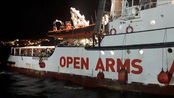 Open Arms arrivata in porto Lampedusa
