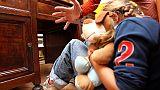 Picchiavano 3 figli piccoli, arrestati