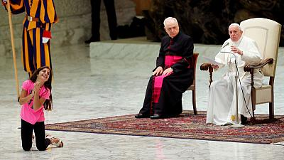 Pope gives sick girl free run of audience stage, delighting crowd