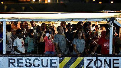 المفوضية الأوروبية: خمس دول بالاتحاد ستستقبل مهاجري السفينة أوبن آرمز