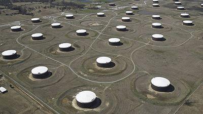 انخفاض مخزونات النفط الأمريكية وكاشينج تسجل هبوطا للأسبوع السابع