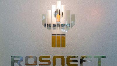 مصادر: روسنفت تتحول إلى اليورو في عطاءات بيع المنتجات النفطية
