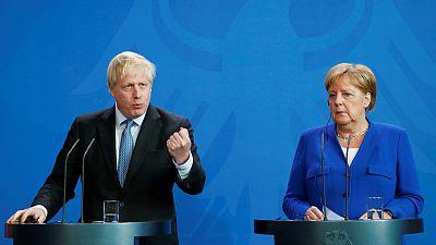 بعد تلميح ميركل إلى حل وسط.. فرنسا تقول لا مفاوضات على اتفاق خروج بريطانيا