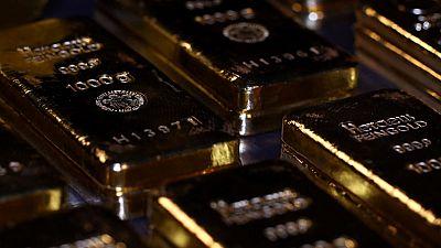 الذهب يتراجع مع انتظار المستثمرين إشارات جديدة بشأن موقف مجلس الاحتياطي