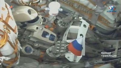 روبوت روسي شبيه بالبشر يشق طريقه لمحطة الفضاء الدولية