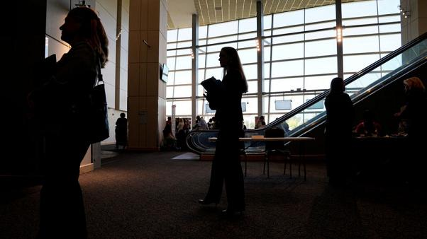 U.S. jobless claims fall in sign of labour market strength