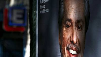 مرشح المعارضة يستبعد أن تتخلف الأرجنتين عن سداد ديونها إذا فاز بالرئاسة
