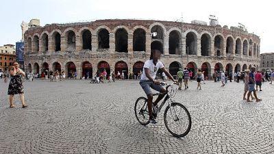 Con machete semina terrore a Verona