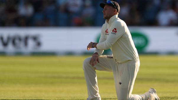 England defiant but test batting woes leave hosts on the brink