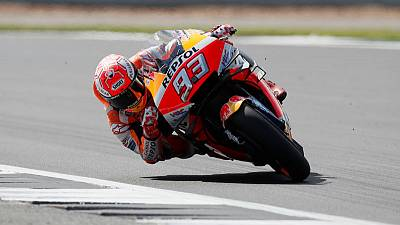 Motorcycling - Marquez storms to pole with lap record at Silverstone