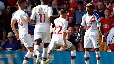 فان أنهولت يمنح بالاس فوزا مفاجئا 2-1 على يونايتد في أولد ترافورد