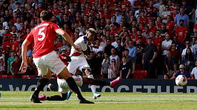 Van Aanholt gives Palace shock 2-1 win at Man United