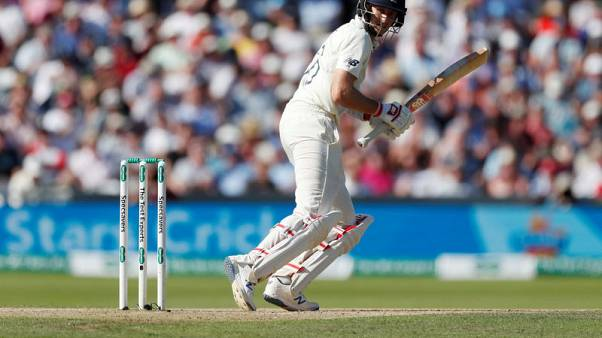 Root and Denly give England faint hope against Australia