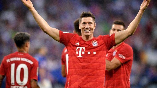 Triplo Lewandowski,prima vittoria Bayern
