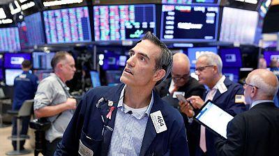 وول ستريت تفتح مرتفعة بعد سعي ترامب لتهدئة مخاوف الحرب التجارية