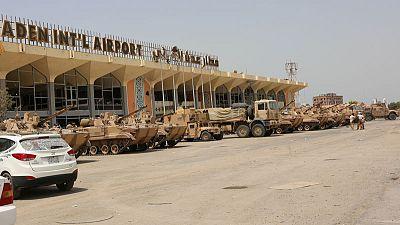 وزير الإعلام اليمني: القوات الحكومية تسيطر على مطار عدن