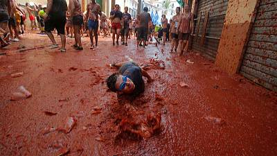 Playing ketchup in Spain - thousands wage the Tomatina fight