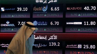 البورصة السعودية تتراجع مع انحسار تدفقات الصناديق