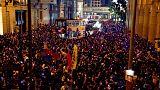 المحتجون في هونج كونج ينددون بشركة طيران عزلت موظفين شاركوا في مظاهرات