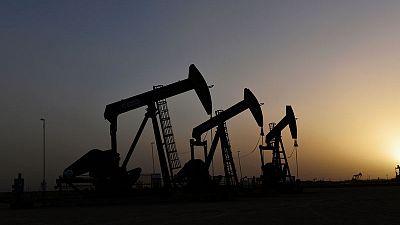 أسعار النفط تصعد حوالي 2% بعد هبوط حاد في مخزونات الخام في أمريكا