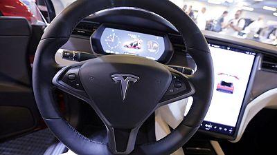 Tesla rolls out insurance in California
