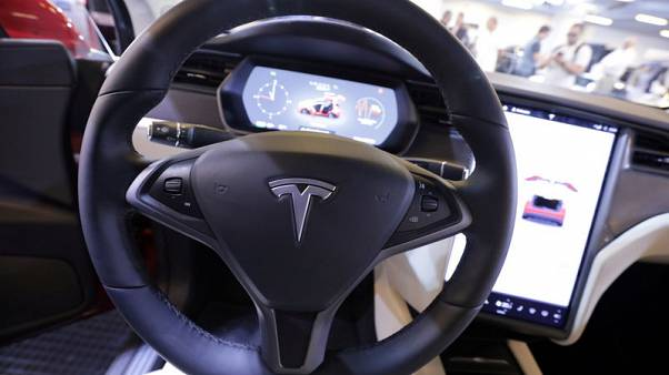 Tesla rolls out insurance in California