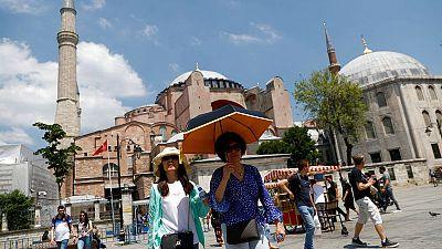 وزارة السياحة: ارتفاع عدد الزوار الأجانب لتركيا 16.7بالمئة في يوليو