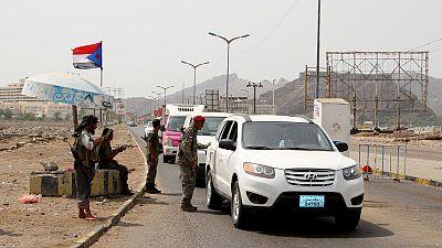 انفصاليو اليمن يعززون مواقعهم في عدن وقد يصعدون قتال القوات الحكومية