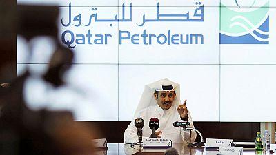 حصري-شركات النفط العملاقة تتودد لقطر في السباق على الغاز المسال
