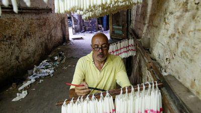 ورش تصنيع الشموع في القاهرة تكافح من أجل البقاء