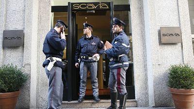 Ruba diamante da 52mila euro a Milano
