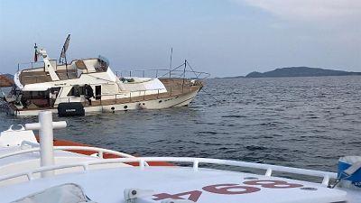 Barca incagliata, soccorse sette persone