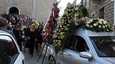 Folla commossa per funerale Columbu