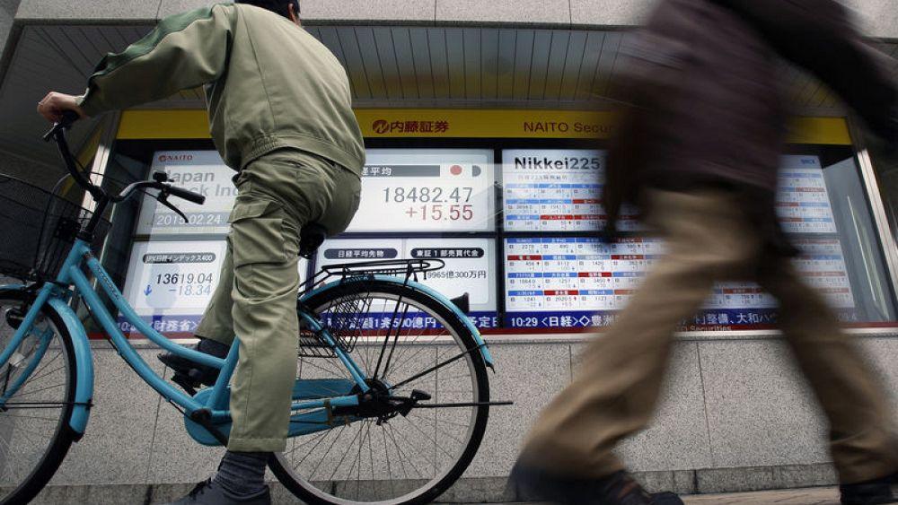 Shares rise, safe havens sold on trade war optimism, firm U.S. data - Euronews thumbnail