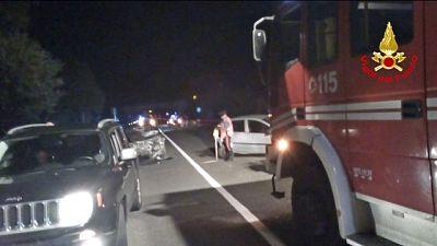 Auto in scarpata, 1 morto e 5 feriti