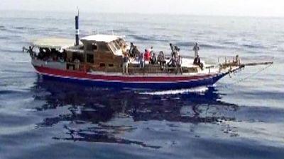 Migranti:in 39 sbarcano al porto Crotone
