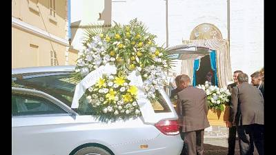 Centinaia ai funerali di Zamperoni