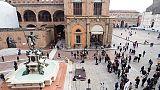 Pipì in centro Bologna, 5mila euro multa