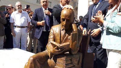 Trieste, inaugurata statua di D'Annunzio