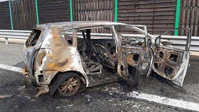 Auto in fiamme, morti padre e figlia