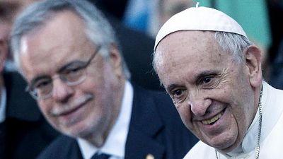 Papa, insensato chiudere a migranti