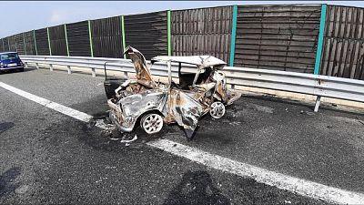 55enne indagato per morti auto in fiamme
